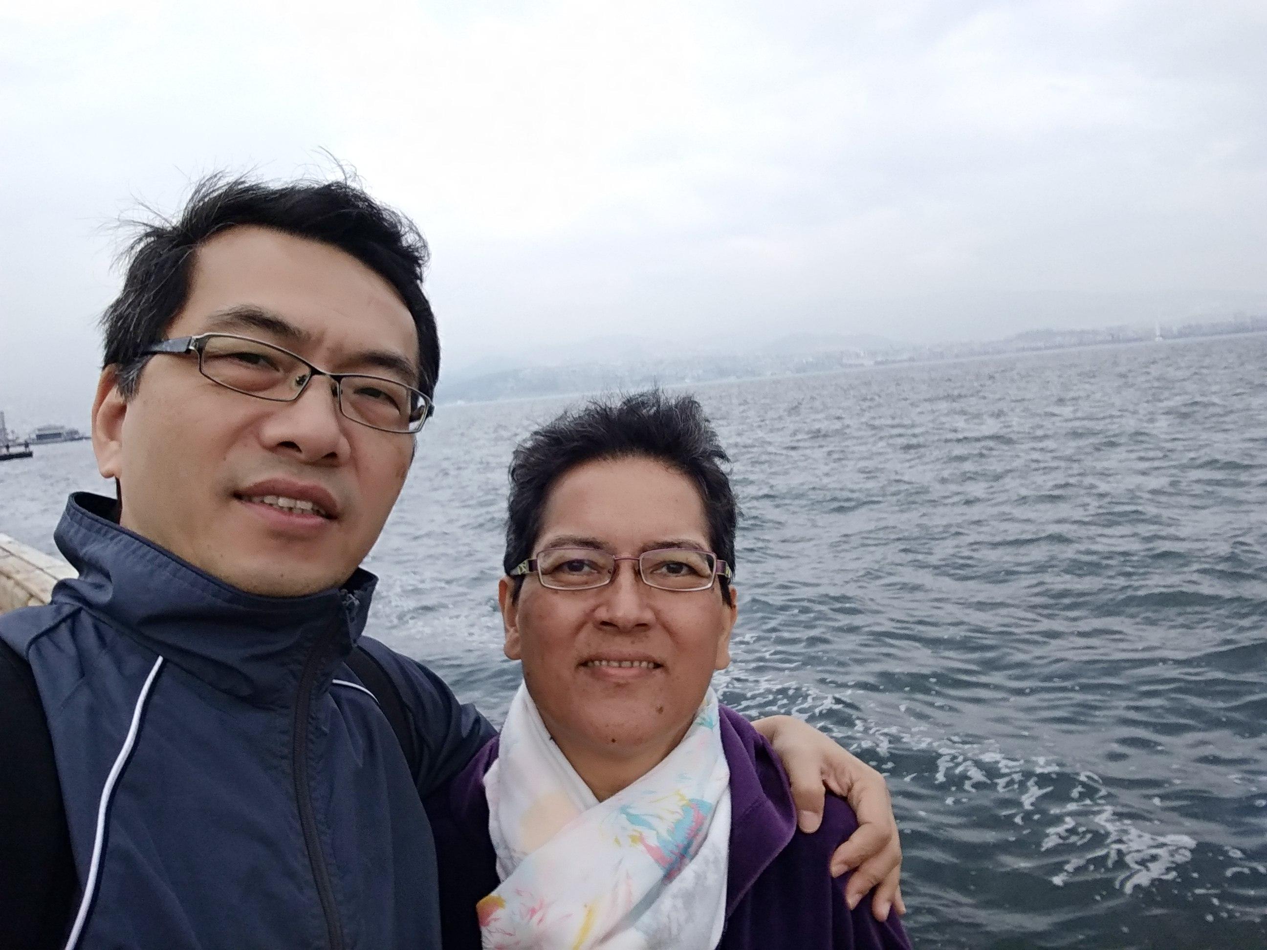 傅金源與妻子